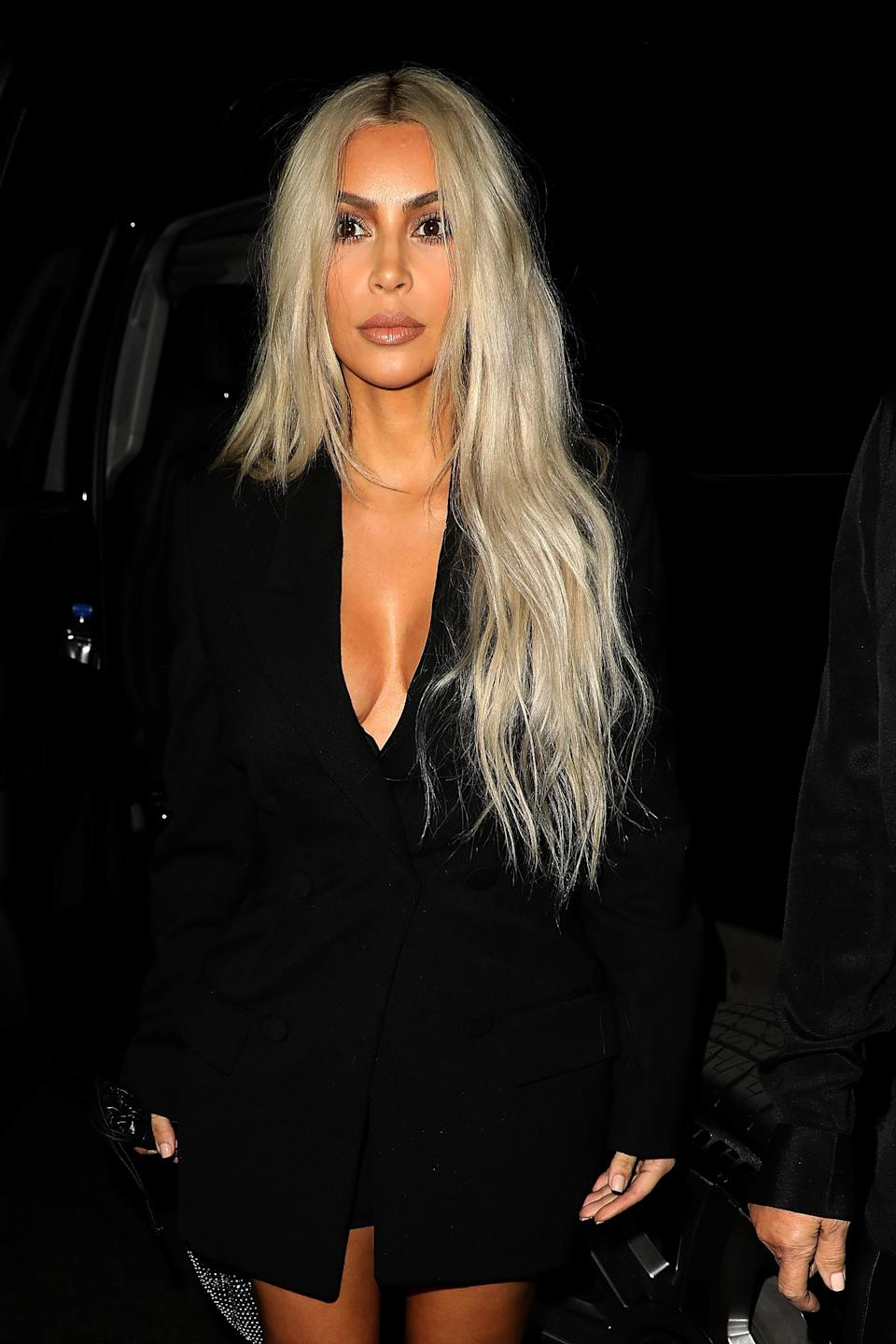 <p>Kim K. steps away from her usual brunette hair for a long Khaleesi-colored hairdo. (Photo: Getty Images) </p>