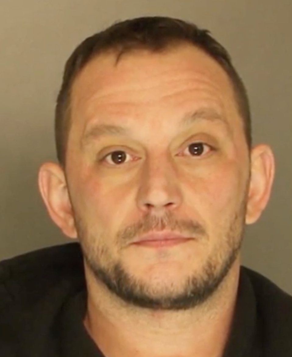 Wayne Shiflett, 38, was arrested and charged with strangulation, terroristic threats with intent to terrorise another, and simple assault. Source: Wesh2