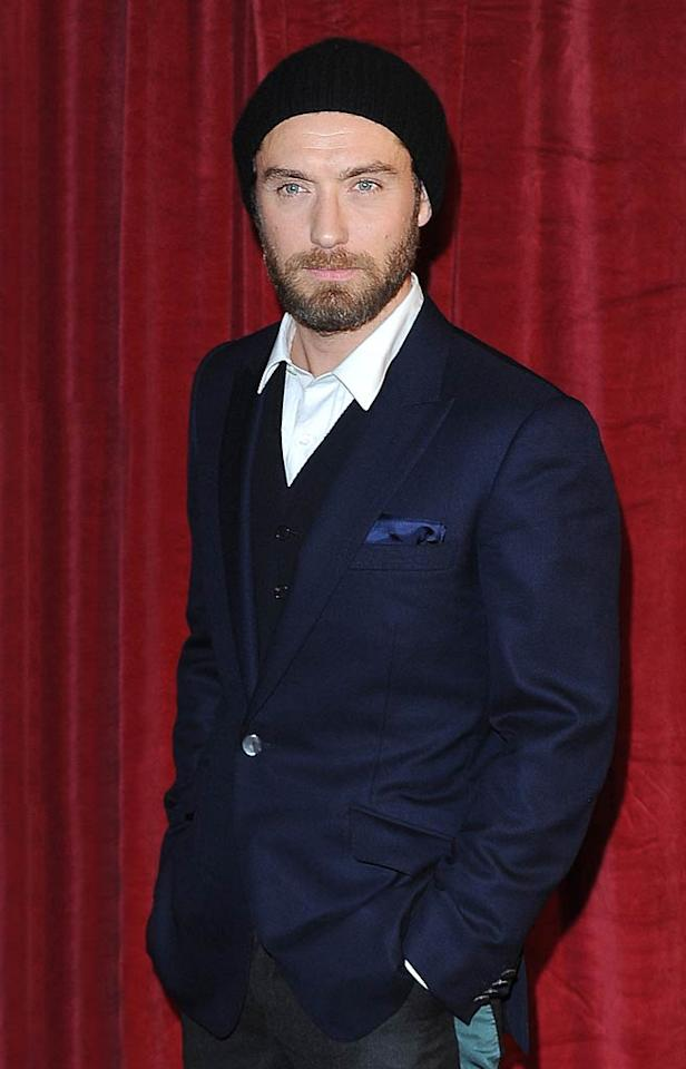 "Dear Jude Law, Wearing a knit cap to the star-studded premiere of your new ""Sherlock Holmes"" flick wasn't such a good idea. 1) It cheapens the look of your sharp suit, and 2) It accentuates your wrinkled forehead. XOXO, omg! (12/8/2011)"
