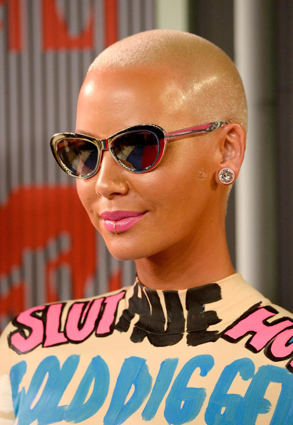 <p>Amber Rose hit the red carpet with her signature buzz cut in a bright silver blonde.</p><p>Source: Getty Images<br></p>