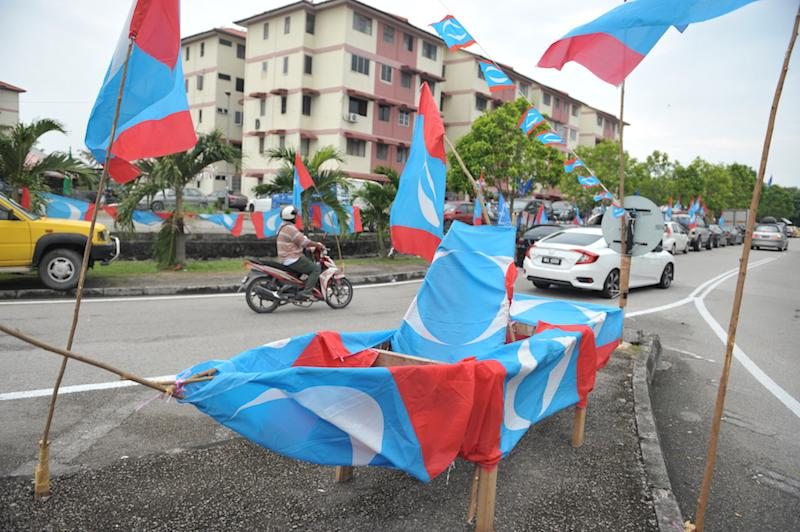 A boat covered with PKR flags is displayed at the junction of Jalan Permatang Pauh, May 6, 2018. — Picture by KE Ooi