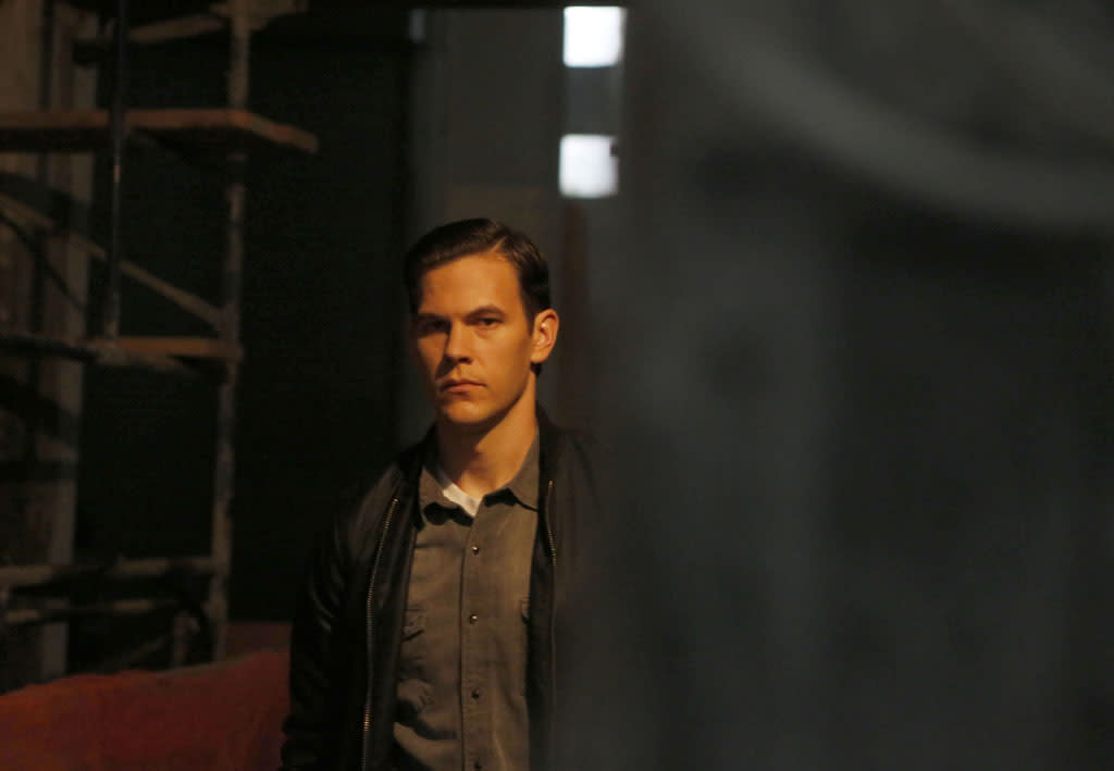 "A new follower, Charlie (guest star Tom Lipinksy), is revealed in the ""The Fall"" episode of ""The Following."""