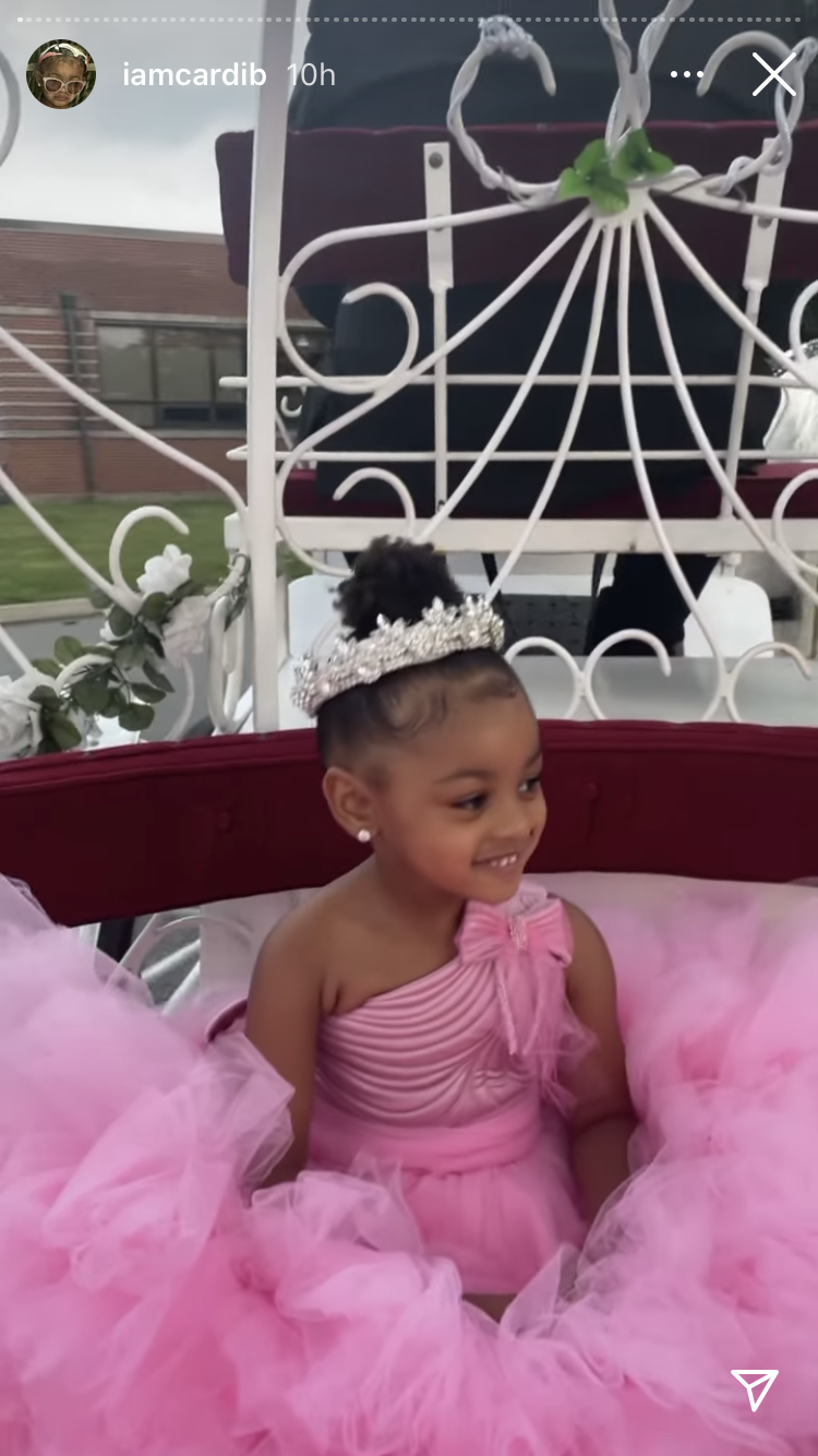 Kulture arrived at her party in a carriage (Cardi B/Instagram)