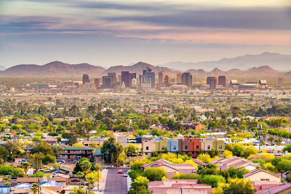cityscape photo of homes, buildings, and mountains in Phoenix, Arizona