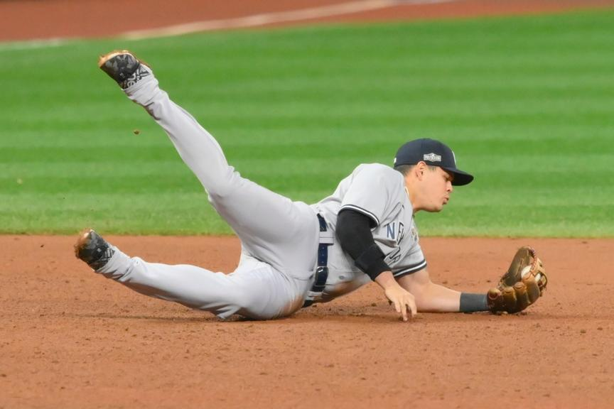 Gio Urshela makes diving double play in ninth inning of Yankees win over Indians