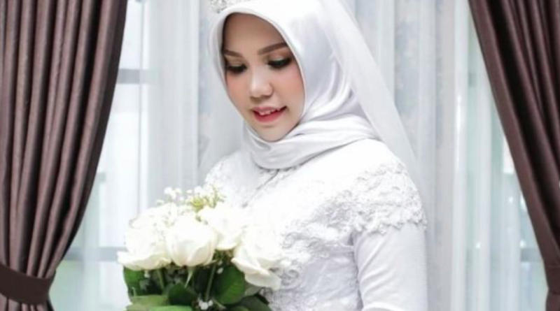 The bride-to-be of the Lion-Airplane's victim Intan Syari is merely a wedding photo.