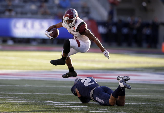 "New Mexico State running back <a class=""link rapid-noclick-resp"" href=""/ncaaf/players/240473/"" data-ylk=""slk:Larry Rose III"">Larry Rose III</a> (3) scored the winning TD for NMSU. (AP Photo/Rick Scuteri)"
