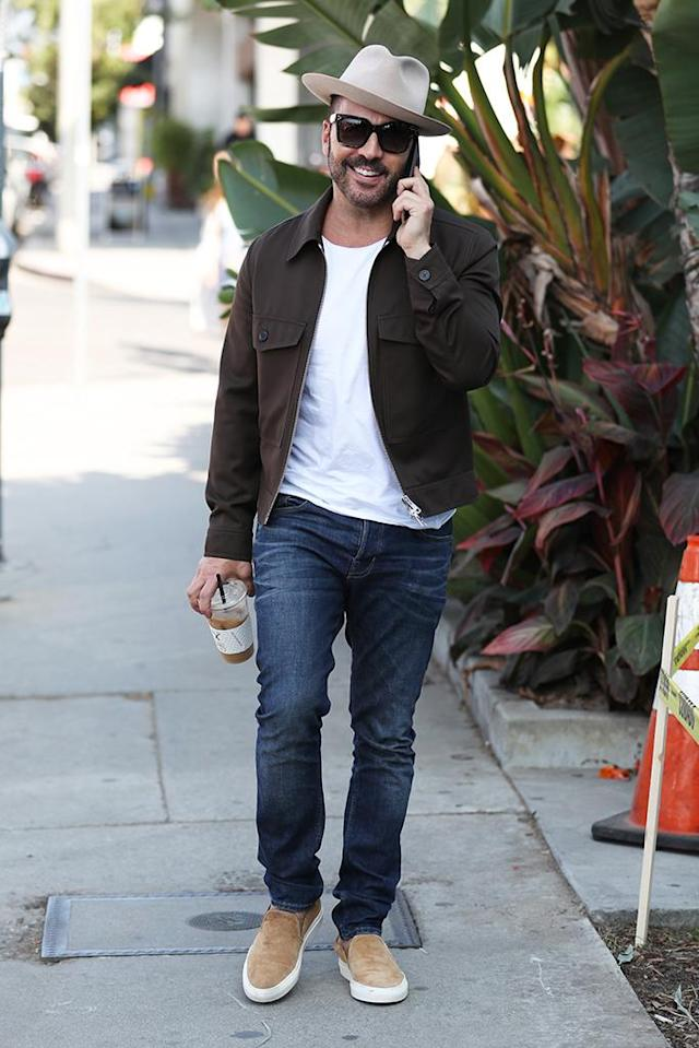 <p>Jeremy Piven is sooo L.A. The <em>Entourage</em> alum can't even put down his cellphone long enough to sip the coffee he picked up on Melrose Avenue. (Photo: Xxplosive/Splash News) </p>