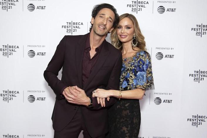 A man and a woman stand arm-in-arm at Tribeca Festival
