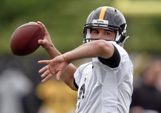 Pittsburgh Steelers quarterback Mason Rudolph (2) passes during NFL football rookie mini camp, Friday, May 11, 2018, in Pittsburgh. (AP Photo/Keith Srakocic)