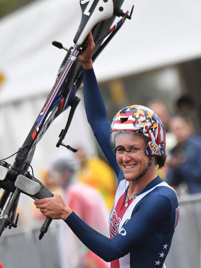 Kristin Armstrong celebrates after winning the women's individual time trial in Rio on August 10, 2016 (AFP Photo/Eric Feferberg)