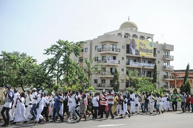 Supporters of the Gabonese opposition leader Jean Ping, dressed in white and with hands painted in white as a sign of peace, take part in a tribute ceremony after President Ali Bongo accused opposition of inciting violent riots on August 31, 2016 (AFP Photo/Steve Jordan)