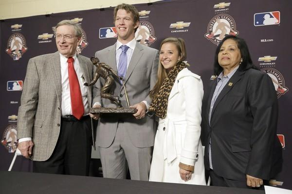 Clayton Kershaw with then-MLB chief Bud Selig, wife Ellen and Vera Clemente after winning the Robert Clemente Award.