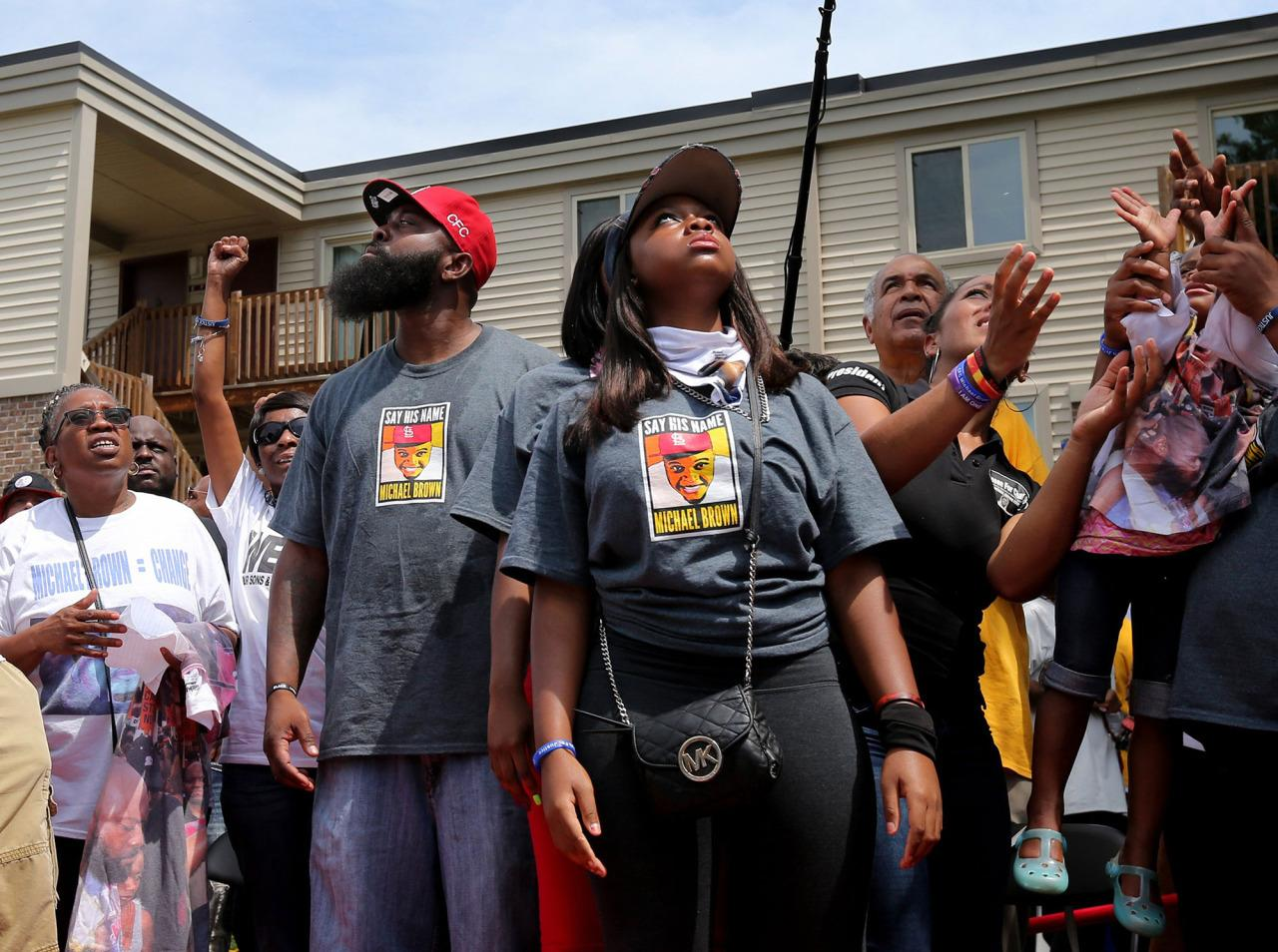<p>MMichael Brown, Sr. center left, watches as white doves fly away after a moment of silence during a ceremony marking the two-year anniversary of his son's shooting death, Tuesday, Aug. 9, 2016 in Ferguson, Mo. (Christian Gooden/St. Louis Post-Dispatch via AP)</p>
