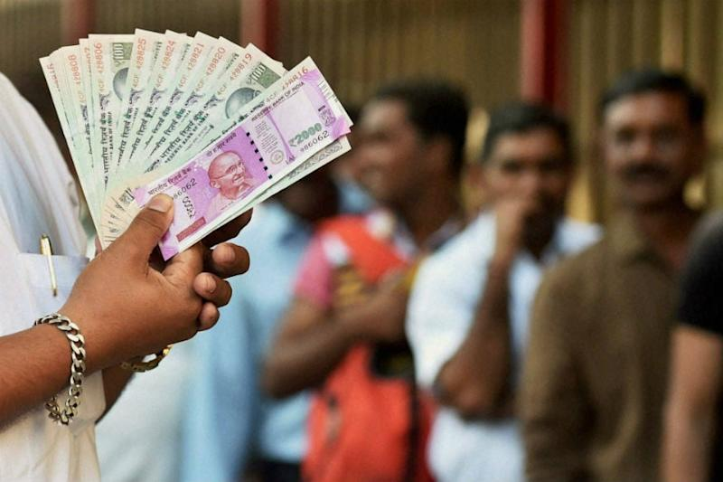 Oil Prices Hit Rupee; Most Asian Currencies Slip on Recession Spectre