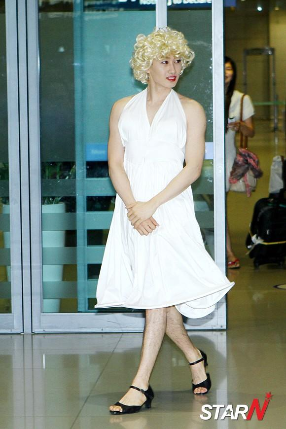 [Photo] 'Super Junior' Eunhyuk disguised into Marilyn Monroe