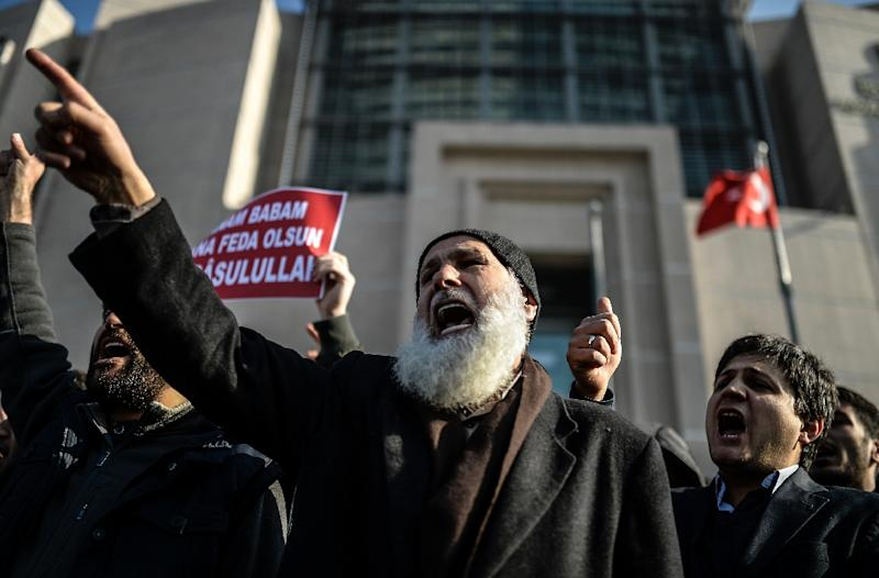 Turkish Muslims protest outside Istanbul courthouse against the publication by the Cumhuriyet newspaper of cartoons and articles from the French magazine Charlie Hebdo, on January 15, 2015
