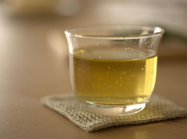 <b>Green Tea</b> <br>Green tea is nothing less than a miracle cure for ailments. Consuming a cup of unsweetened green tea regularly will rid the body of free radicals and let the antioxidants, contained within, normalize the blood sugar levels. This will aid in reducing diabetes and help keep the chances at bay.