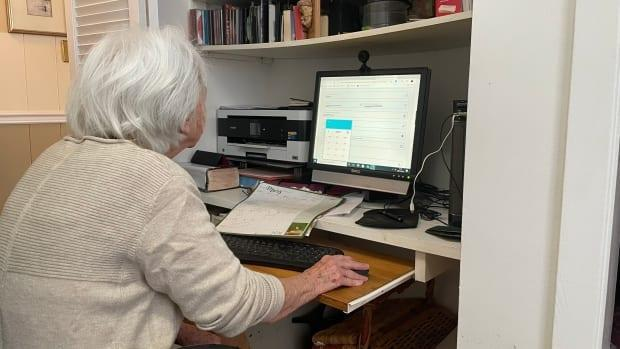 Western Quebec resident Gisèle Bisson books her COVID-19 vaccine appointment online in February. Ottawa is reporting problems with Ontario's booking system Monday, the day it started giving the option to rebook second doses. (Jérémie Bergeron/Radio-Canada - image credit)