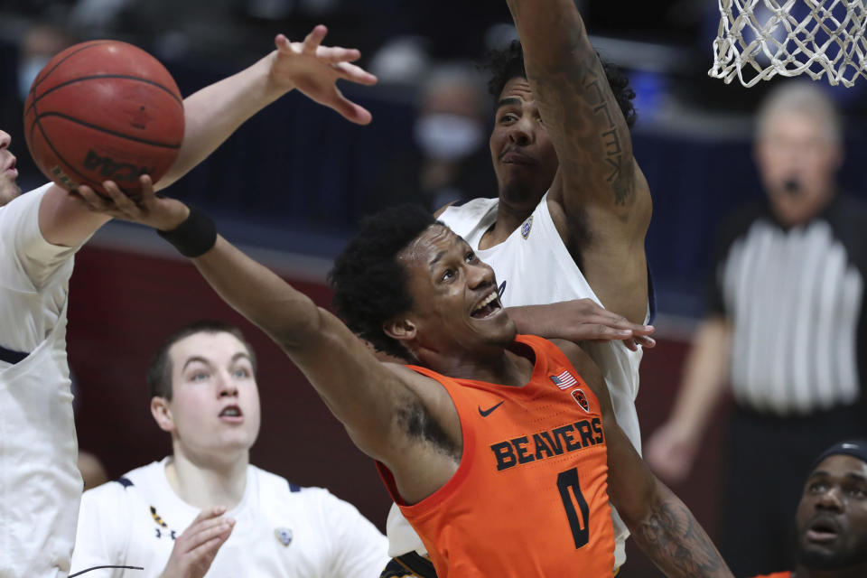 Oregon State guard Gianni Hunt shoots against California forward Andre Kelly during the first half of an NCAA college basketball game in Berkeley, Calif., Thursday, Feb. 25, 2021. (AP Photo/Jed Jacobsohn)