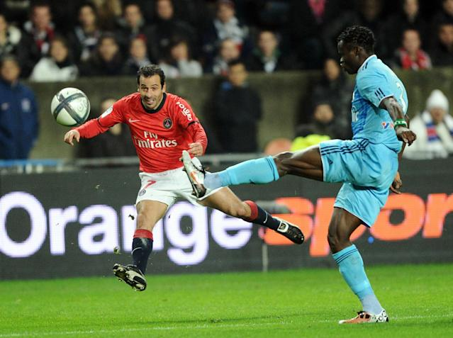 Paris-Saint-Germain's Ludovic Giuli (L) fights for the ball with Marseille's Taiwo Ismaila on November 7, 2010 during their French League 1 football match at the Parc des Princes stadium in Paris. Paris-Saint-Germain won 2-1 AFP PHOTO / MIGUEL MEDINA (Photo credit should read MIGUEL MEDINA/AFP/Getty Images)
