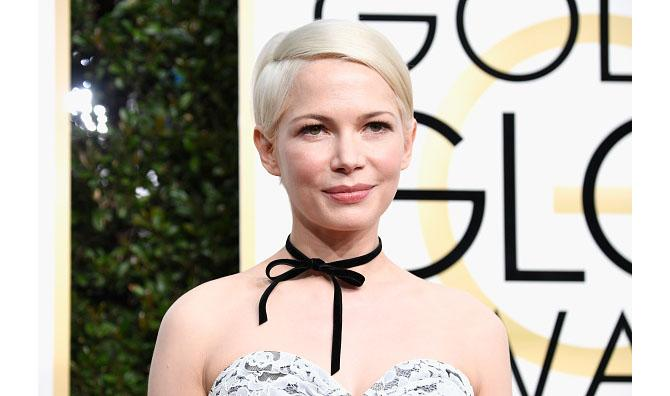 Michelle Williams at the 2017 Golden Gloves in a velvet ribbon necklace. Photo: Frazer Harrison/Getty Images