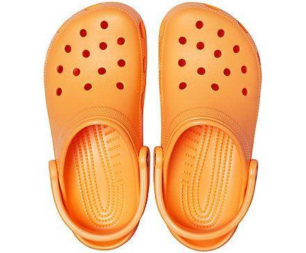 """<p><strong>crocs</strong></p><p>crocs.com</p><p><strong>$44.99</strong></p><p><a href=""""https://go.redirectingat.com?id=74968X1596630&url=https%3A%2F%2Fwww.crocs.com%2Fp%2Fclassic-clog%2F10001.html%3Fcgid%3Dclassic-styles%26cid%3D801%23start%3D12&sref=https%3A%2F%2Fwww.countryliving.com%2Fshopping%2Fgifts%2Fg34058558%2Fsupport-feeding-america%2F"""" rel=""""nofollow noopener"""" target=""""_blank"""" data-ylk=""""slk:Shop Now"""" class=""""link rapid-noclick-resp"""">Shop Now</a></p><p>With the Crocs Cares X Feeding America initiative, customers can easily add any donation amount they like onto purchases at Crocs U.S. retail stores or on <a href=""""https://www.crocs.com/"""" rel=""""nofollow noopener"""" target=""""_blank"""" data-ylk=""""slk:Crocs.com"""" class=""""link rapid-noclick-resp"""">Crocs.com</a>. Crocs will also be releasing limited-edition, collaboration <a href=""""https://www.crocs.com/feeding-america.html"""" rel=""""nofollow noopener"""" target=""""_blank"""" data-ylk=""""slk:3-Packs of Jibbitz™ charms"""" class=""""link rapid-noclick-resp"""">3-Packs of Jibbitz™ charms</a> for $9.99, with 100% of profits going to Feeding America. </p>"""