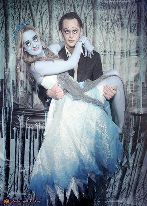 """Vía <a href=""""http://www.costume-works.com/victor_and_emily_from_corpse_bride.html"""" target=""""_blank"""">Costume-Work.com</a>"""
