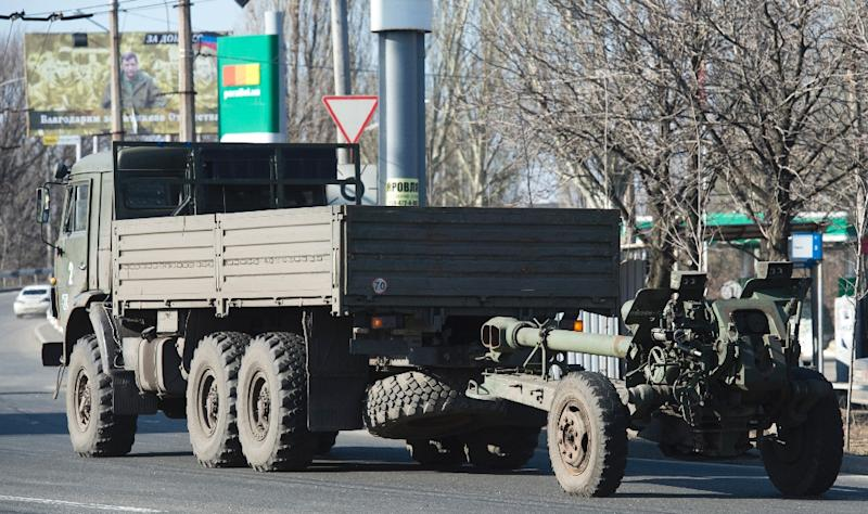 An artillery gun of the self-proclaimed People's Republic of Donetsk is towed in Donetsk, Ukraine, on March 7, 2015 (AFP Photo/John MacDougall)