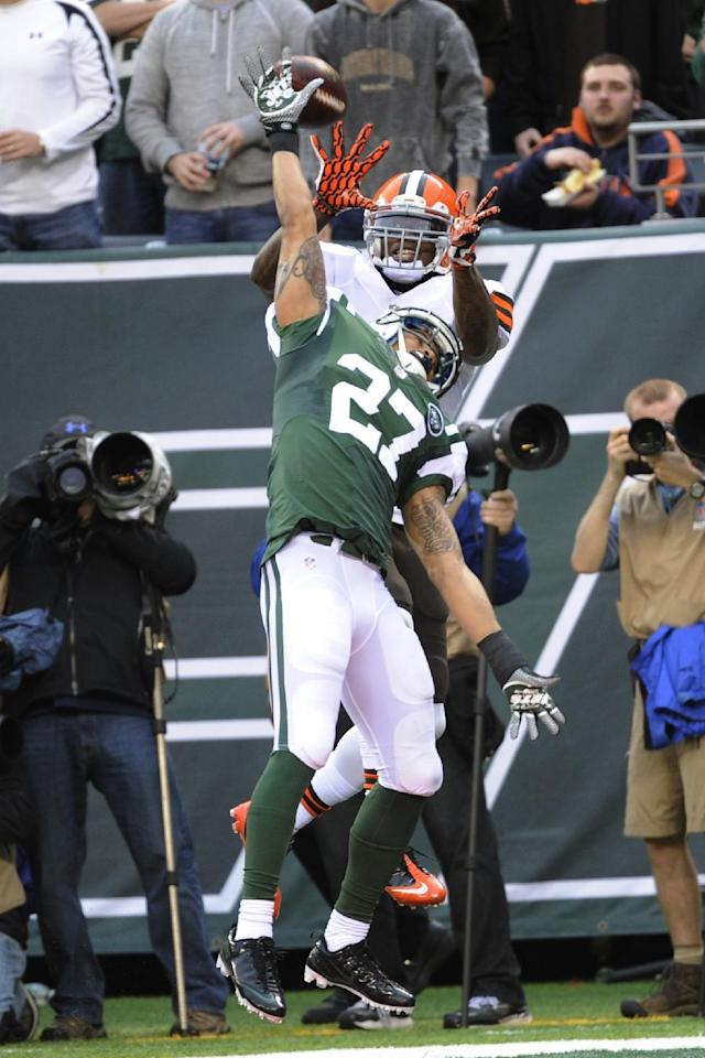 New York Jets cornerback Dee Milliner (27) breaks up a pass to Cleveland Browns' Josh Gordon during the first half of an NFL football game on Sunday, Dec. 22, 2013, in East Rutherford, N.J. (AP Photo/Bill Kostroun)