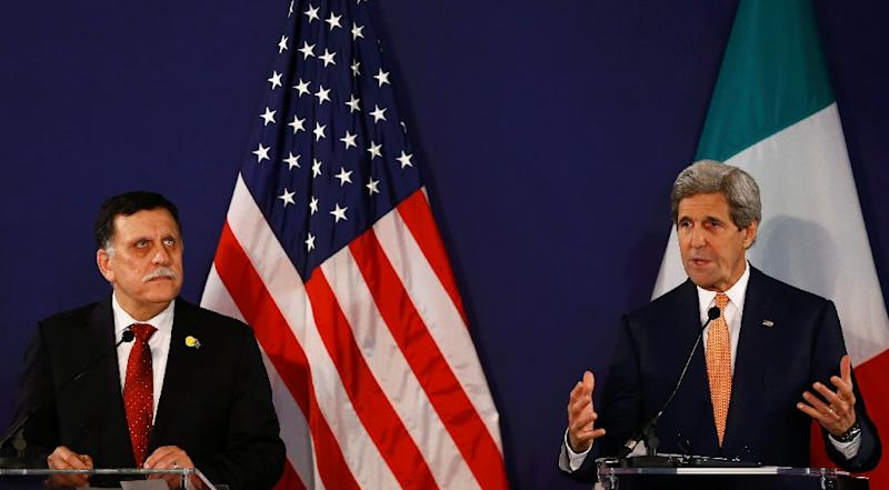 US Secretary of State John Kerry (R) and Libyan Prime Minister-designate Fayez al-Sarraj address a press conference on May 16, 2016 in Vienna, Austria (AFP Photo/Leonhard Foeger)