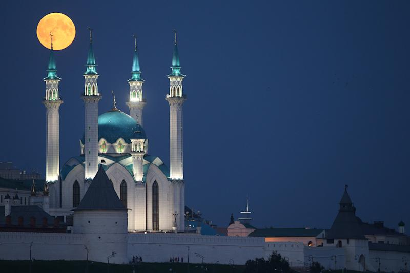 Another shot of the moon over the Qolsharif Mosque in Kazan, Russia. (Yegor Aleyev via Getty Images)