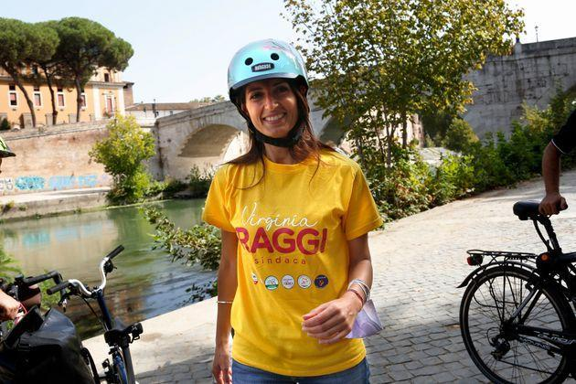 The mayor of Rome Virginia Raggi riding a bicycle on the cycle path on the bank of the Tiber in Rome during the election campaign for the new mayor. Rome (Italy), September 25th 2021 (Photo by Samantha Zucchi/Insidefoto/Mondadori Portfolio via Getty Images) (Photo: Mondadori Portfolio via Getty Images)