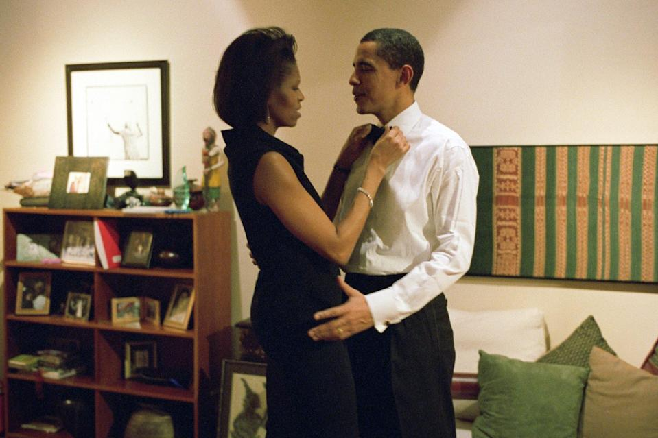 <p>Even senators need a hand every now and then! In 2004, Michelle fixed her husband's tie before he gave a keynote address in Chicago. </p>