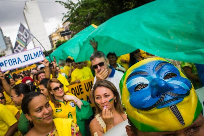 Demonstrators protest against Brazilian President Dilma Rousseff's government in Manaus, on March 15, 2015 (AFP Photo/Raphael Alves)