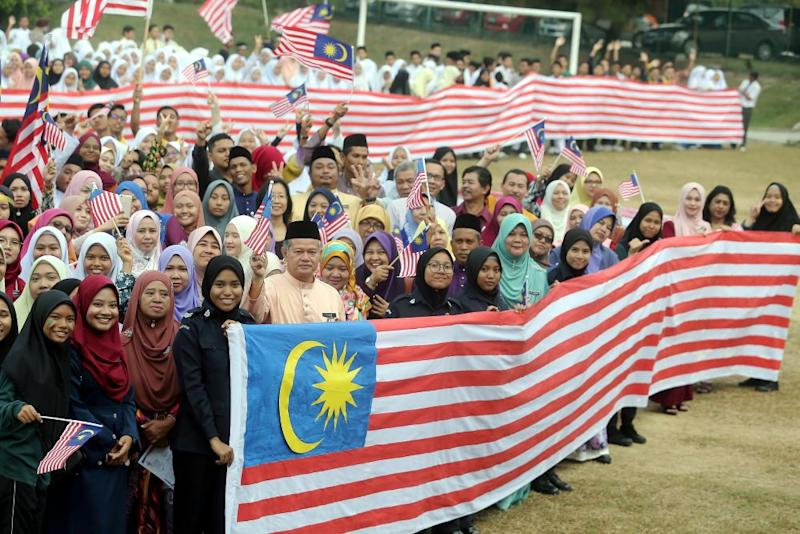 Teachers and students of SMK Kampong Pasir Puteh in Perak created a 52-metre long Jalur Gemilang that will be put up from today until Malaysia Day on September 16 in conjunction with the 61st Merdeka Day celebration. ― Picture by Farhan Najib