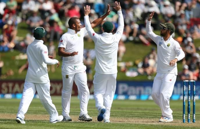 South Africa take five run lead at stumps on Day 3
