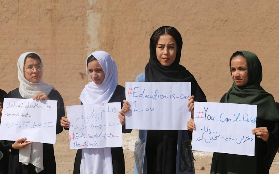 Girls in Herat stage a demonstration demanding to continue their education in schools and universities - Anadolu Agency