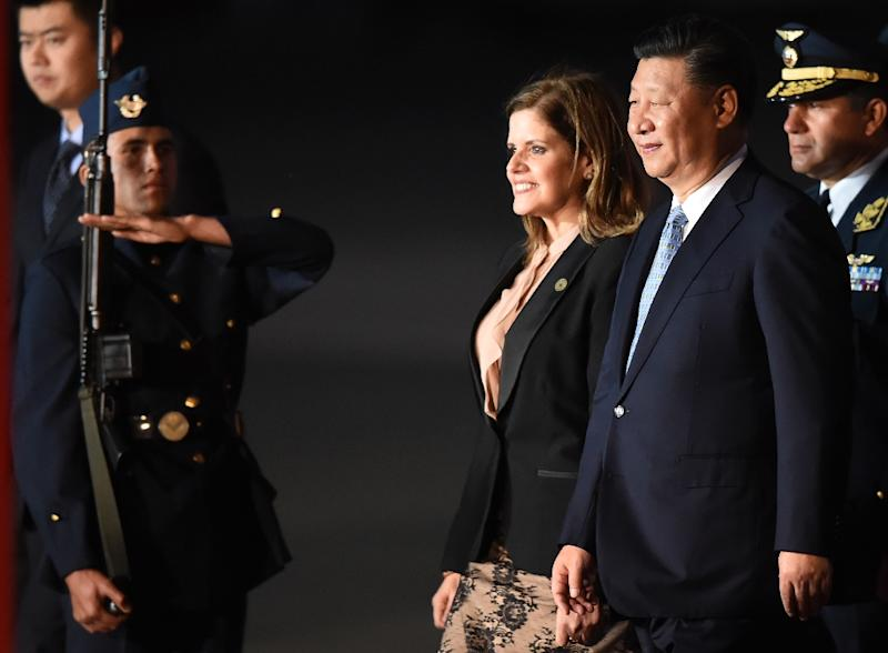 China's President Xi Jinping (2nd R) walks with Peru's Vice President Mercedes Araoz in Lima to attend the Asia-Pacific Economic Cooperation (APEC) Summit (AFP Photo/Luka Gonzalez)