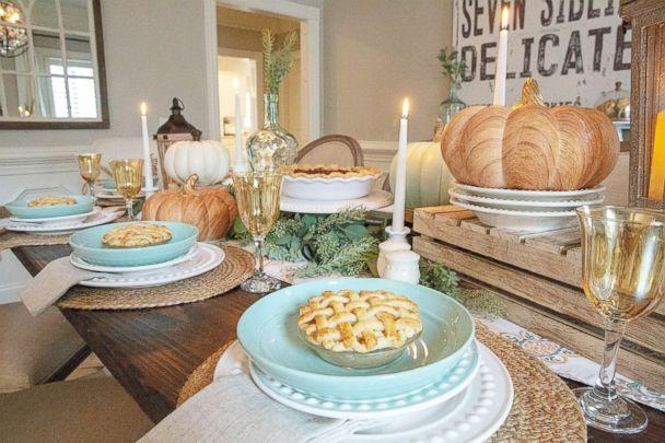 PHOTO: Recreate this bright and modern look on your table this Thanksgiving. (Courtesy Jenny Reimold)