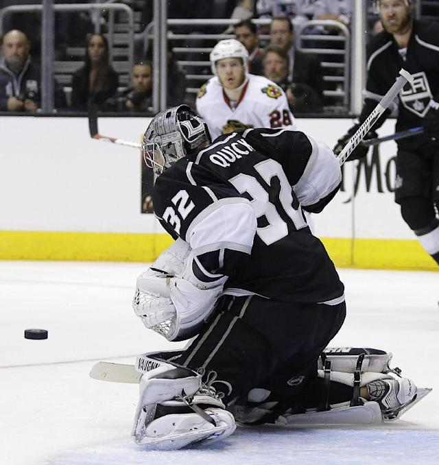 Los Angeles Kings goalie Jonathan Quick (32) blocks a shot by Chicago Blackhawks right wing Ben Smith during the third period of Game 3 of the Western Conference finals of the NHL hockey Stanley Cup playoffs in Los Angeles, Saturday, May 24, 2014. (AP Photo/Chris Carlson)