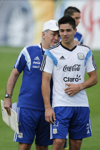 Argentina's head coach Alejandro Sabella, left, talks to Giovanni Pablo Simeone, team sparring and River Plate player, during a training session of Argentina in Vespesiano, near Belo Horizonte, Brazil, Wednesday, July 2, 2014. Simeone is the son of Diego Simeone, the coach of Spain's Atletico Madrid. (AP Photo/Victor R. Caivano)