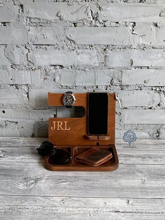 """<p><strong>WoodenPageGifts</strong></p><p>etsy.com</p><p><strong>$40.00</strong></p><p><a href=""""https://go.redirectingat.com?id=74968X1596630&url=https%3A%2F%2Fwww.etsy.com%2Flisting%2F569013481%2Fdocking-station-valentines-day-gift-wood&sref=https%3A%2F%2Fwww.seventeen.com%2Flife%2Ffriends-family%2Fg1088%2Fholiday-gifts-for-dad%2F"""" rel=""""nofollow noopener"""" target=""""_blank"""" data-ylk=""""slk:Shop Now"""" class=""""link rapid-noclick-resp"""">Shop Now</a></p><p>Now he has no excuse for missing your calls. </p>"""