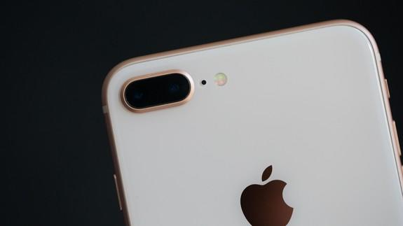 More reports of alleged <b>iPhone 8</b> Plus battery swelling issues have emerged