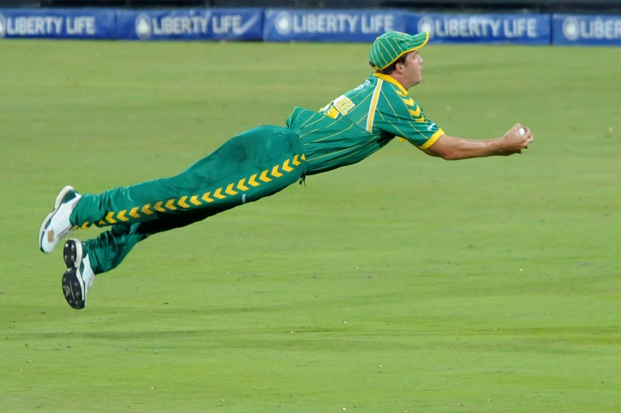 CENTURION, SOUTH AFRICA - MARCH 29: Albie Morkel of South Africa takes the catch for the wicket of Nathan Bracken of Australia during the Standard Bank International Pro20 match between South Africa and Australia at the SuperSport Park on March 29, 2009 in Centurion, South Africa. (Photo by Lee Warren/Gallo Images/Getty Images)