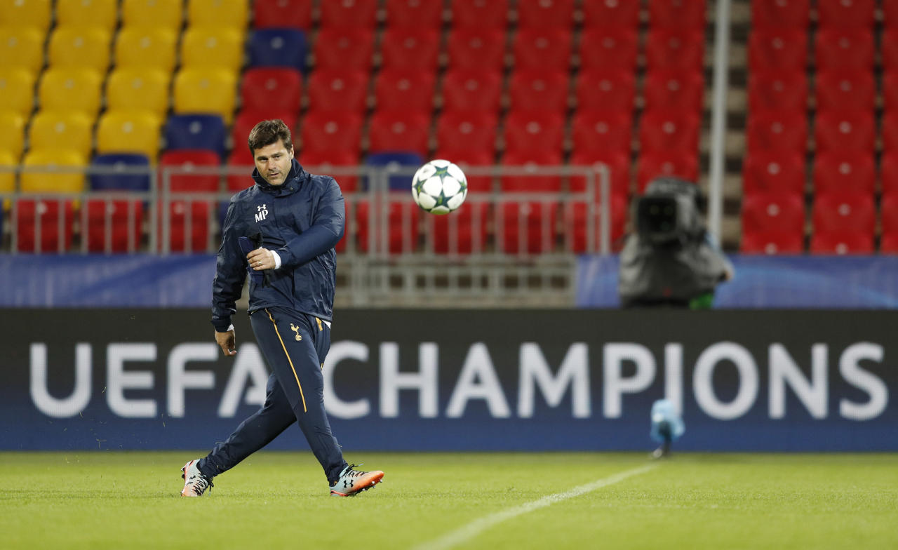 Football Soccer - Tottenham Hotspur Training - CSKA Stadium, Moscow, Russia - 26/9/16 Tottenham manager Mauricio Pochettino during training Action Images via Reuters / John Sibley Livepic EDITORIAL USE ONLY.