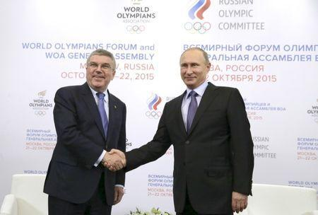 Russian President Vladimir Putin (R) shakes hands with International Olympic Committee President Thomas Bach during a meeting in Moscow, Russia, October 21, 2015. REUTERS/Mihail Metzel/RIA Novosti/Pool