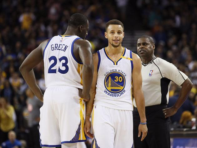 "<a class=""link rapid-noclick-resp"" href=""/nba/players/5069/"" data-ylk=""slk:Draymond Green"">Draymond Green</a> and <a class=""link rapid-noclick-resp"" href=""/nba/players/4612/"" data-ylk=""slk:Stephen Curry"">Stephen Curry</a> cannot believe it. (Getty Images)"
