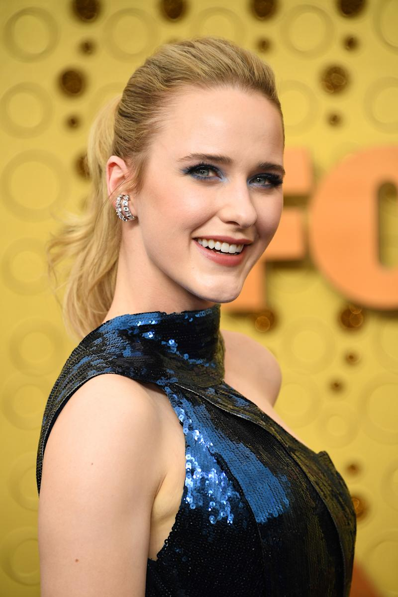 Actress Rachel Brosnahan prepped skin using Cetaphil. (Photo: Getty Images)