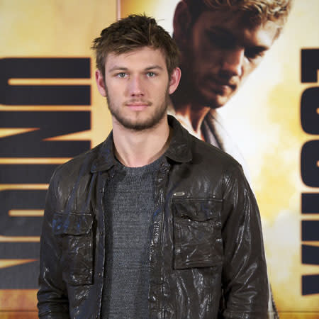 Alex Pettyfer snubs 'scandalously clad girls'
